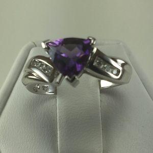 Jewelry - Stunning 10K white Gold, Amethyst and Diamond ring